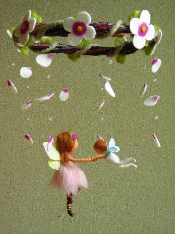 Ben je op zoek naar een versiering voor de kamer voor kinderen? Deze poppetjes en feeën van vilt zijn echt PRACHTIG!
