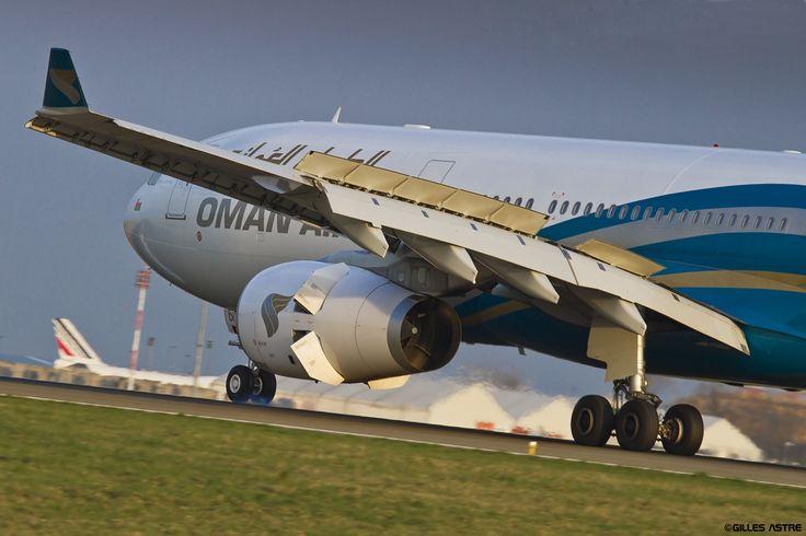 https://flic.kr/p/rwrCCo | LFPG 7 avril 2015 Airbus A330 Oman Air A40-DI 2