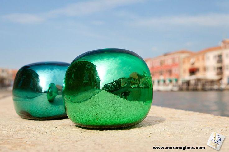 Odbicie autentycznego stylu z Murano. #original #unique  Szukaj znaku jakości Vetro Artistico® Murano jako gwarancji pochodzenia przy zakupie szklanych wyrobów na wyspie Murano! Odwiedź stronę www.muranoglass.com