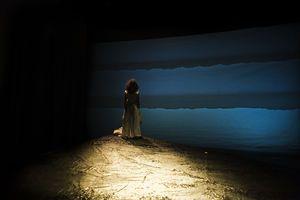 «Se il mare è innocente, perché il naufragio?». Lampedusa Beach: in scena al Teatro Biondo il dramma della migrazione clandestina a firma di Lina Prosa   http://www.gds.it/gds/sezioni/culturaspettacoli/dettaglio/articolo/gdsid/330585/