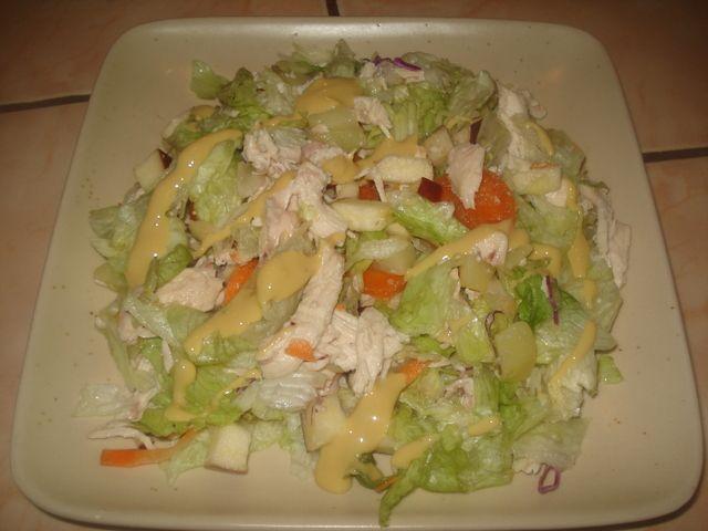 Ensalada de pollo liviana con aderezo light