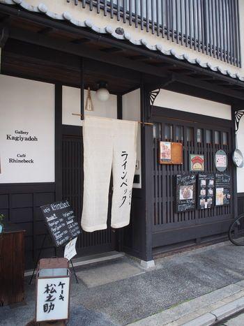 全国的にアップルパイで有名なお店「松之助」の姉妹店です。 京都で一番美味しいと言われている、ここのパンケーキは是非お試しあれ♪