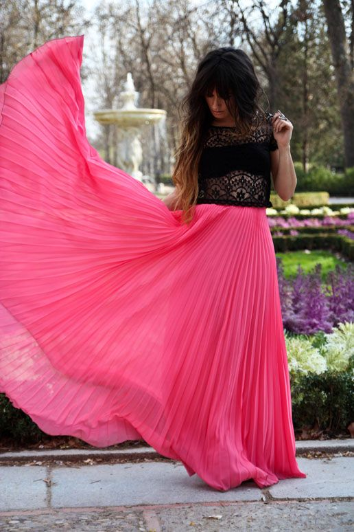 Pleated pink skirt...very spring: Pink Maxi, Black Lace, Outfits, Lace Tops, Crop Tops, Pink Skirts, Maxiskirt, Long Skirts, Pleated Maxi Skirts