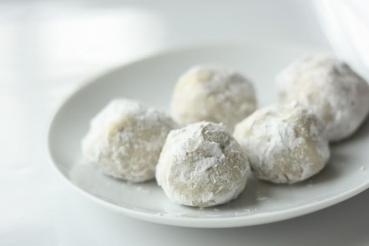 EAT DRINK PRETTY: Holiday cookie recipe: Russian tea cake cookies