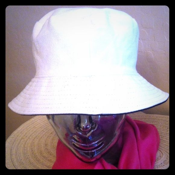 Reversible White/Black Bucket Hat ⬇️REDUCED AGAIN⬇️ The Classic White Bucket Hat with a Twist! A Black reverse side. Very versatile. Great for travel because it collapses. 100% Polyester. Brand New. No Trades. Also available in another Reversible Combo: Tribal Print/Black. See the separate listing for details. Amici Accessories Hats
