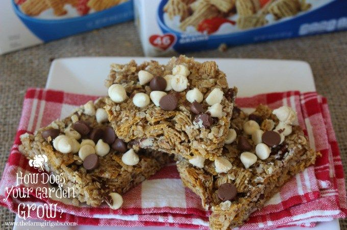 Food Blogger Melissa Russo shares her recipe for these easy Grab & Go Breakfast Bars made with Quaker Cereals. #LoveMyCereal #QuakerUp #Spon