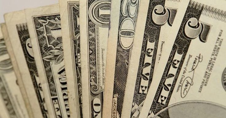 Cómo hacer una factura de cobro. Escribir y emitir facturas de cobro son aspectos básicos para administrar una pequeña empresa. Éstas describen la naturaleza, el costo y los pagos por los servicios prestados de tu parte hacia otra compañía. La factura se envía al cliente. Por ejemplo, un plomero debe incluir los costos de los materiales, el trabajo y los gastos extras en su ...