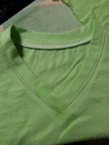 Sewing a t shirt v neck band tutorial for A coudre en anglais