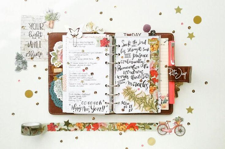 "Rita Juq (@ritajuq) Instagram: ""#planningwithjuq 🌲*Week of Dec 25th🌲 4th #december2017 #plannerspread Happy #newyearseve everyone✨…"""