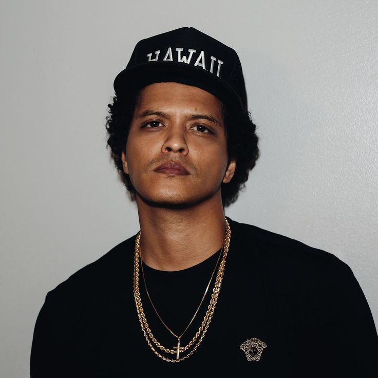 peter gene hernandez Bruno mars, born peter gene hernandez, celebrated his 28th birthday on tuesday, oct 8th and, his birthday has made many revisit, with inquiry, his birth name and his ethnic background.