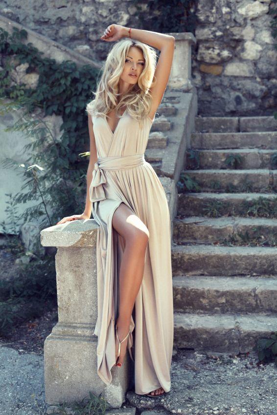 Beautiful Woman Outdoor Concrete Staircase   Escalier F ...