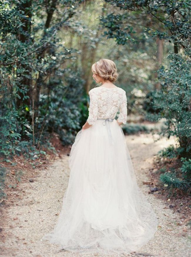 Planning a winter wedding? Check out these gorgeous cold-weather bridal gowns for inspiration…
