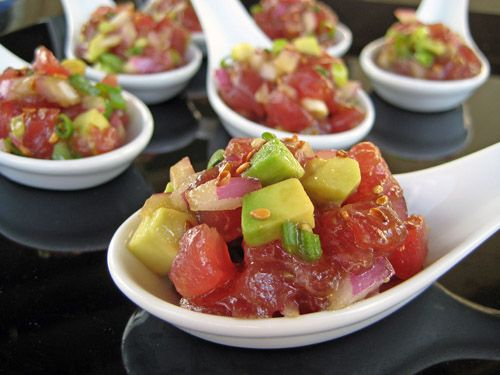 1/2 pound tuna, sushi quality, cut into small cubes  1/2 avocados, cut into small cubes  1/4 cup red onion, minced  1/4 cup green onions, thinly sliced  1 tablespoon rice wine vinegar  2 tablespoons soy sauce  2 tablespoons canola oil  1 teaspoon toasted sesame seeds  salt and pepper, to tast