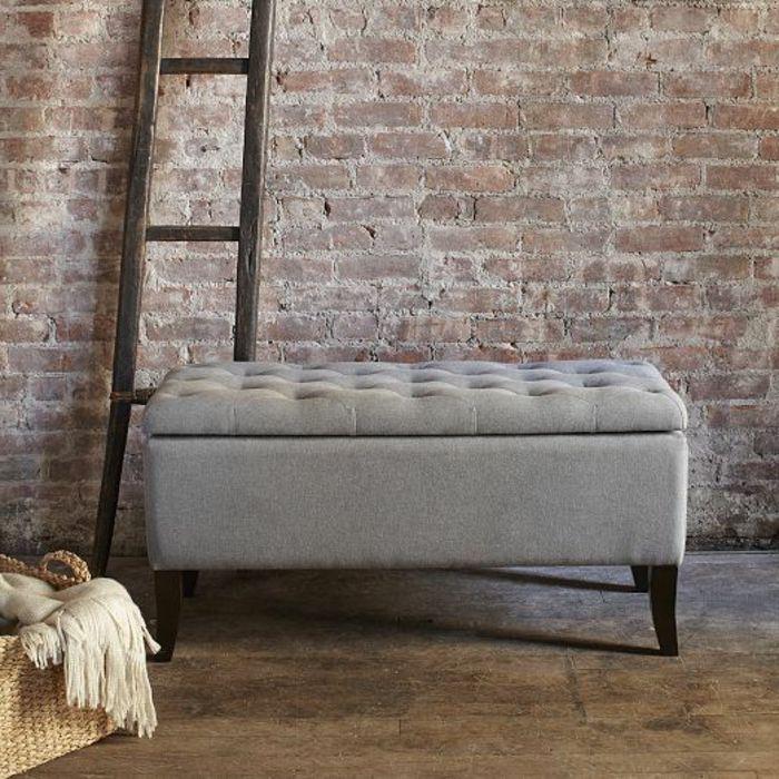 joli-bout-lit-ikea-gris-murs-en-briques-rouges-banquette-bout-de-lit-bout-lit-ikea-gris.jpg 700×700 pixels