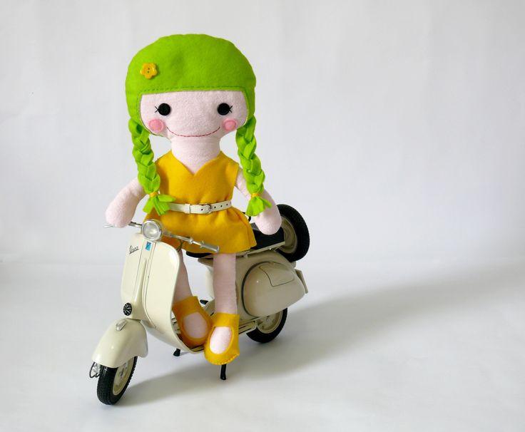 """bambola di pezza """"Menta"""" realizzata a mano alta 35cm con vestitini sfilabili personalizzabile. Disponibile sul mio negozio Dawanda - Handgefertigte Stoffpuppen """"Menta"""" mit Kleidchen die Sie ausziehen können Die Größe von 35cm anpassbar - in meinem verfügbar DaWanda Shop"""
