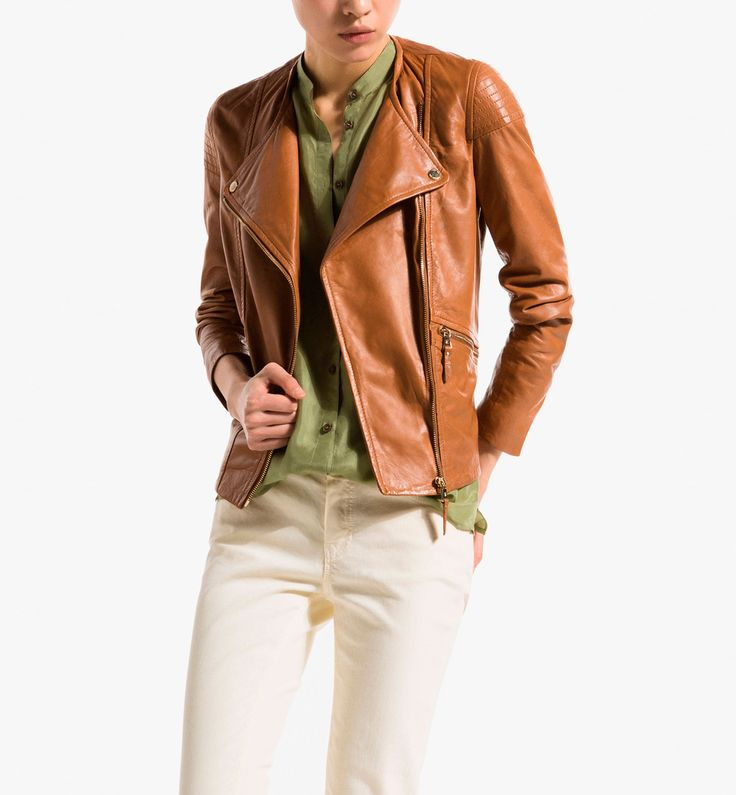 DOUBLE BREASTED LEATHER JACKET WITH TOPSTITCHED SHOULDERS. Massimo dutti