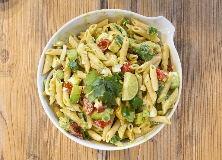 Cremiger Avocado-Nudelsalat für deine Mittagspause
