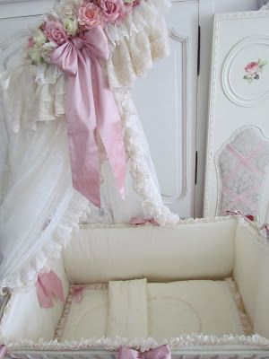 Wrought iron baby-bed