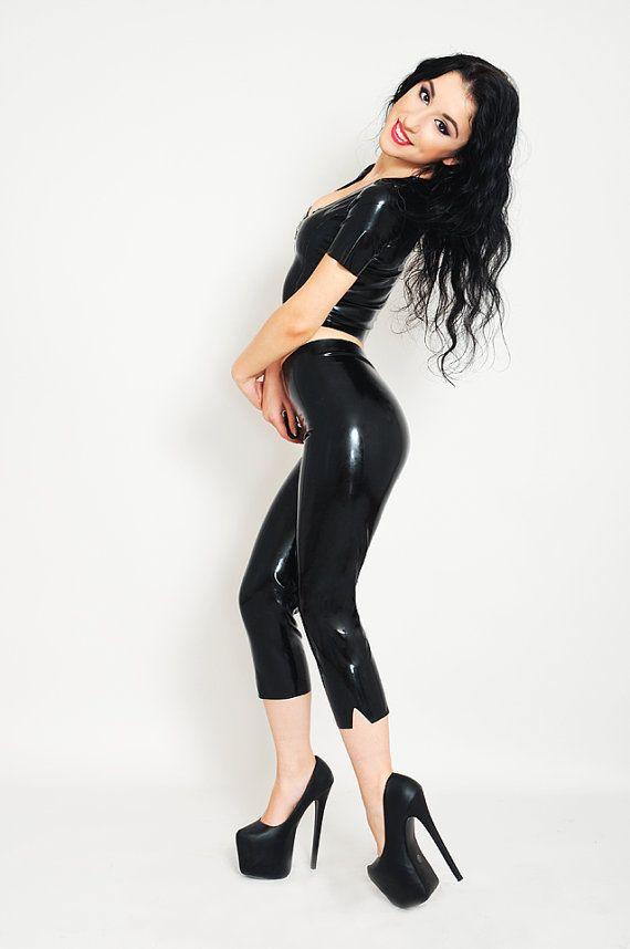 Etsy の Capri Latex Leggings Made To Measure by LovnBlackLatex
