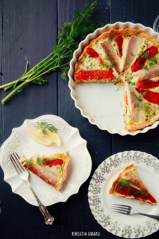 Tarta z wędzonym pstrągiem, grillowaną papryką i koprem włoskim (fenkułem) | Kwestia Smaku