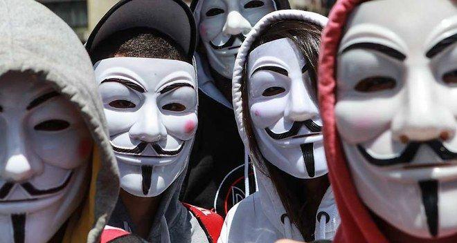 Charlie Hebdo : Anonymous déclare la guerre aux djihadistes sur Internet. Après avoir dévoilé des comptes Twitter liés au djihadisme, le groupe de hackers a attaqué ce week-end des sites Internet de propagande