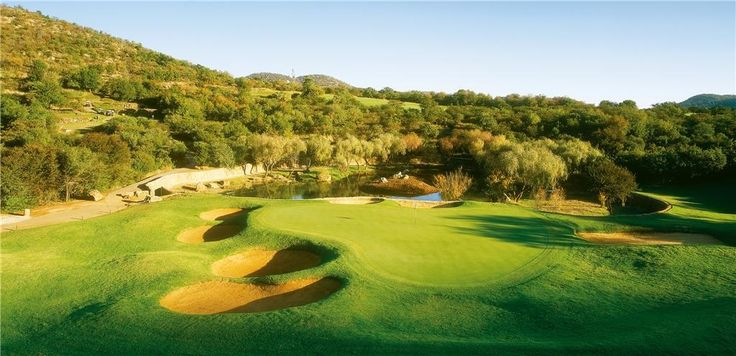 13th hole (Crocodile hole) - The Lost City Golf Course