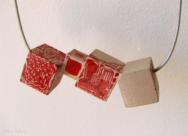colier-cuburi-rosu