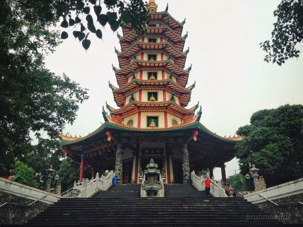 Dengan tinggi Pagoda Avalokitesvara yang mencapai 45 meter, menjadikan pagoda ini sebagai pagoda tertinggi di Indonesia. #pagoda #semarang #indonesia #semarangindonesia #landscape #photography #traveling #blogger #blog #travelblogger