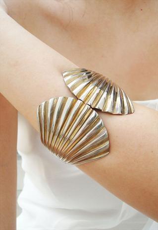vintage style seashell cuff bangle