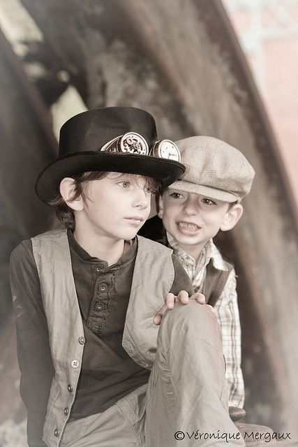 Steampunk Kids | Photo by Véronique Mergaux on Flickr | Permission: CC BY-SA 2.0 http://creativecommons.org/licenses/by-sa/2.0/deed.de