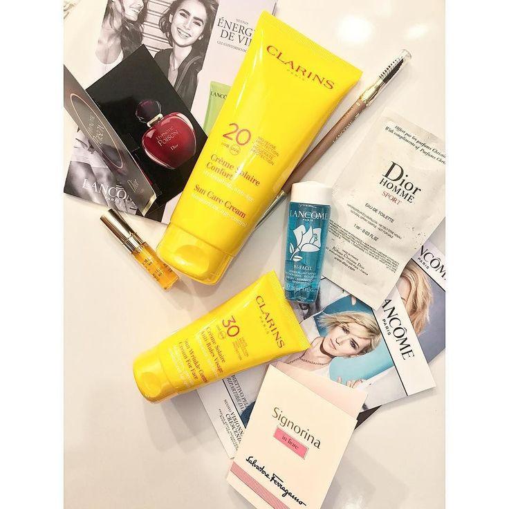 Scorta di solari (e di matite sopracciglia ) fatta! E come sempre #ProfumerieSabbioni non si risparmiano mai con i campioncini  il bifasico occhi #lancome è carinissimo  Avete già acquistato i solari per questa estate?  . . . #haul #clarins #suncare #cream #suncream #skincare #beauty #makeupaddict #beautyblog #beautynerd #beautyjunkie #aru #glamorousmakeup #discoverunder10k #goodvibes