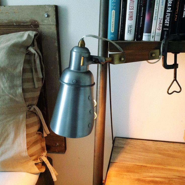 """Rolig lampa i """"basicutförande""""! Plåt, trä och skruvfäste - känns gammaldags…"""