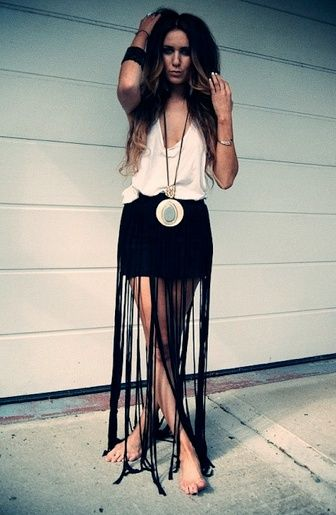When the days become hotter and hotter, they call for something cool to rock the looks. It would be better for you to wear fringe skirts to spice up your looks. If you glam a fringe skirt, you will look sassy and pretty anytime. You don't have a fringe skirt? Don't worry. Today's post is …