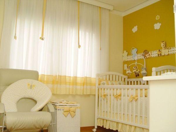 quarto-de-bebê-menina-amarelo-branco