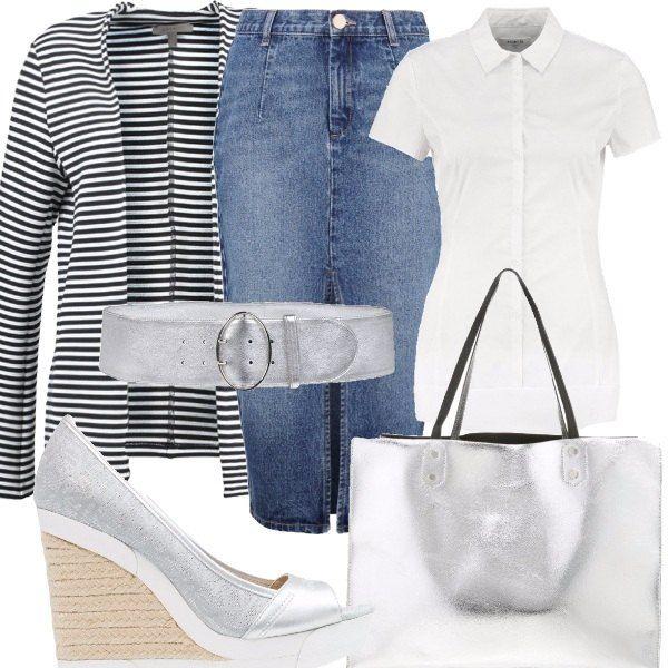 Outfit composto da gonna in jeans modello a tubino, camicia bianca a manica corta, blazer a righe bianche e blu, shopping bag silver, scarpe con zeppa spuntate davanti e cintura in pelle.