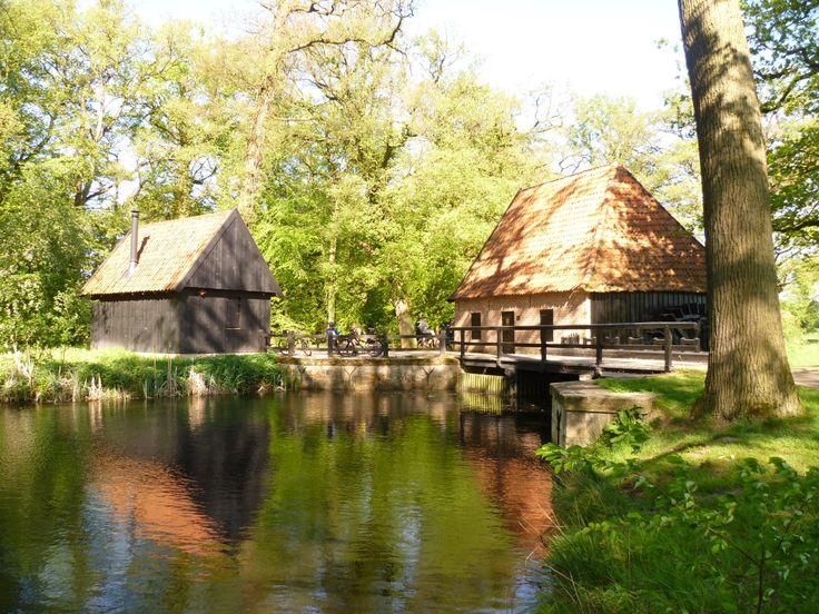 2011-06 Fraaie watermolen op het landgoed Twickel, de Noordmolen