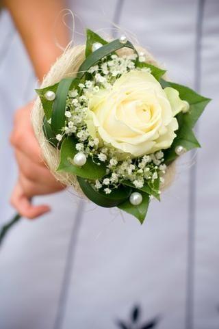 ¿Cuántas rosas pongo en un ramo para mamá y testigos?