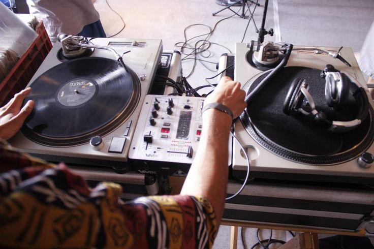 """No próximo domingo, dia 14, das 14h às 18h, bandas, grupos, artistas ecoletivos de cultura do extremo Sul de SP se reunem no 6º Festival Esquema Noise Underground. O evento busca estimular e valorizar a produção cultural independente, a partir de apresentações musicais, intervenções, grafites e outras ações. A entrada custa R$ 5 (com CD...<br /><a class=""""more-link"""" href=""""https://catracalivre.com.br/sp/agenda/barato/em-interlagos-festival-promove-shows-e-producoes-underground/"""">Continue…"""