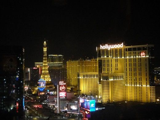 Don't get ripped off in Vegas! Here are some tips for getting 100% free drinks, free club passes, free shows, and more.