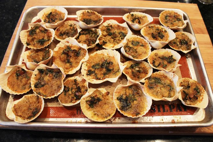 Baked Clams, Italian style are buttery, spicy, and loaded with garlic. They are also easy to make from canned clams!