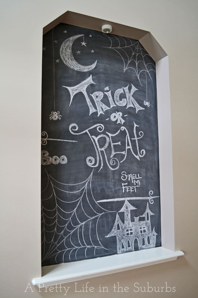 Halloween Chalk Art {A Pretty Life}  |  Turn an empty wall nook into a piece of art with chalkboard paint!