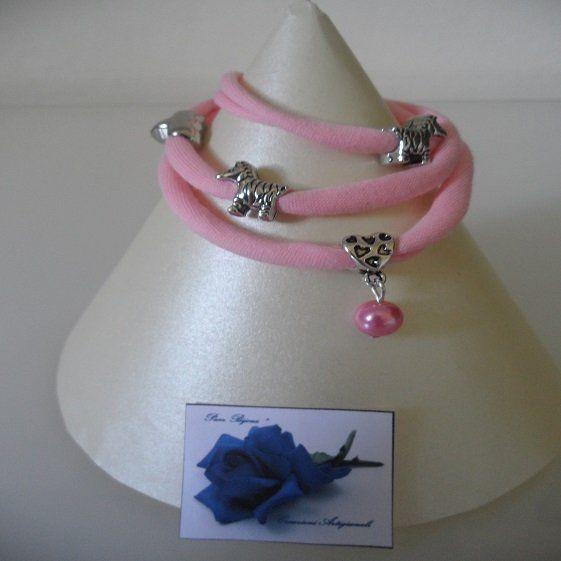 #Bracciale moda in fettucia di cotone color rosa arricchito con charms. #handmade