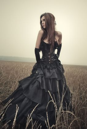 This Victorian-inspired trend really caught my eye. Who says you can't wear black on your wedding day?