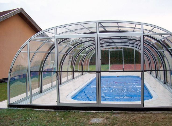 Le coperture per piscina LITRA sono coperture telescopiche per piscine motorizzate (disponibili anche in versione manuale a discrezione del cliente). La particolarità delle nostre coperture è quella di poterla retrarre completamente durante le stagioni calde per far apprezzare ai nostri clienti o alla nostra famiglia il caldo del sole mentre si sta comodamente rilassati all'interno della piscina.