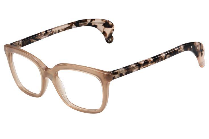 Gafas graduadas de color caramelo con patillas de carey de Bottega Veneta (ver precio).