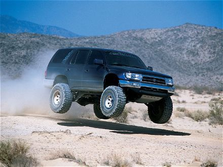 This is how to jump a 4Runner the right way!