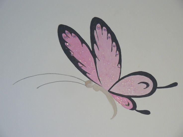 Muurschildering babykamer van Me to You beer. Close up Vlinder voorzien van glitters en strass steentjes. Zie ook mijn Facebookpagina: https://www.facebook.com/esthersmuurschilderingen/