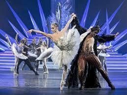 Lumikuningatar tanssii