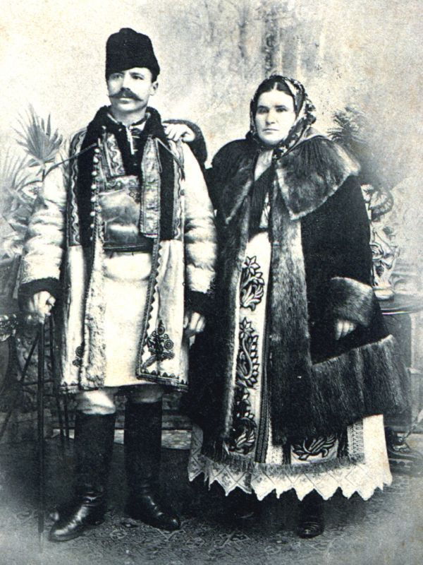"""""""Fashion"""" in Oltenia region before the year 1900 http://artifexlohn.com/en/fashion-in-oltenia-region-before-the-year-1900/"""