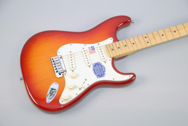 Fender American Deluxe Stratocaster Ash  Just my guitar !